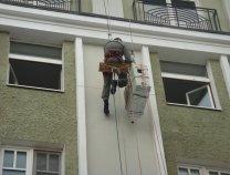 Монтаж производился на высоте 5 этажа, с привлечением промышленного альпиниста.
